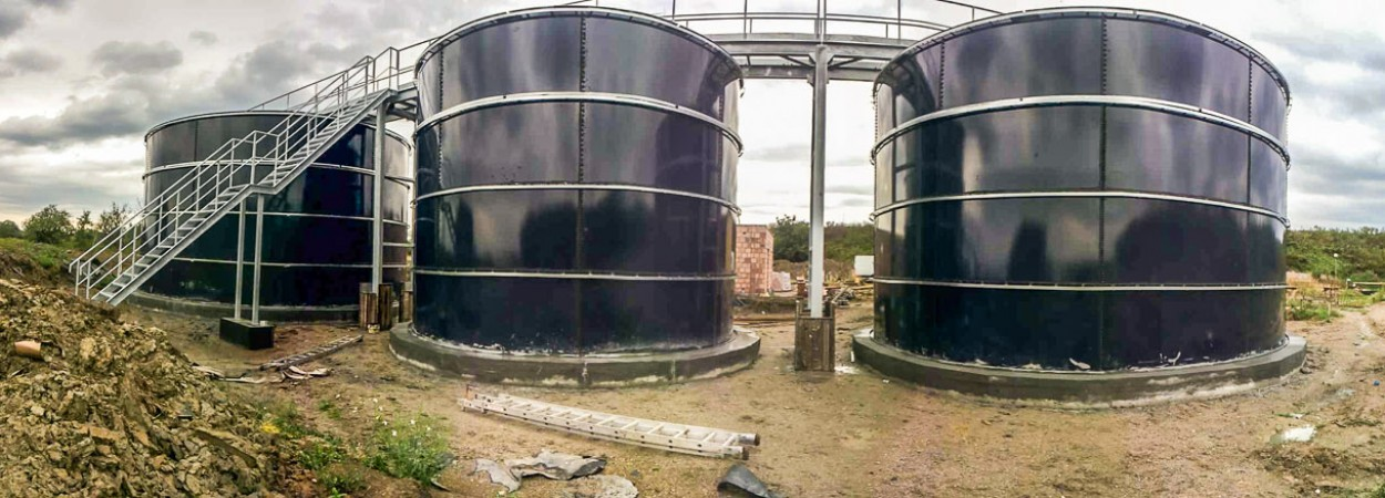 Glazed tanks and silos